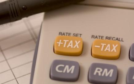 Kiedy warto być a kiedy trzeba zostać podatnikiem VAT